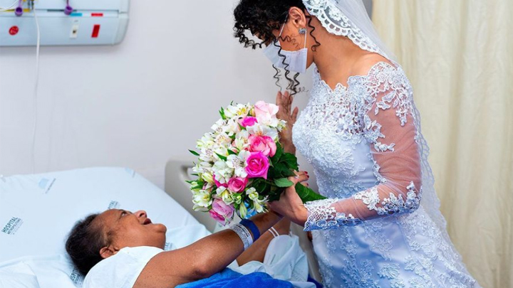 Novia visita a su mamá en hospital para recibir la bendición antes de su boda / FOTO: Stenyo Gurgel